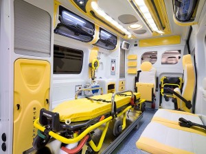 799px-ambulanza_italiana_2010_vano_sanitario